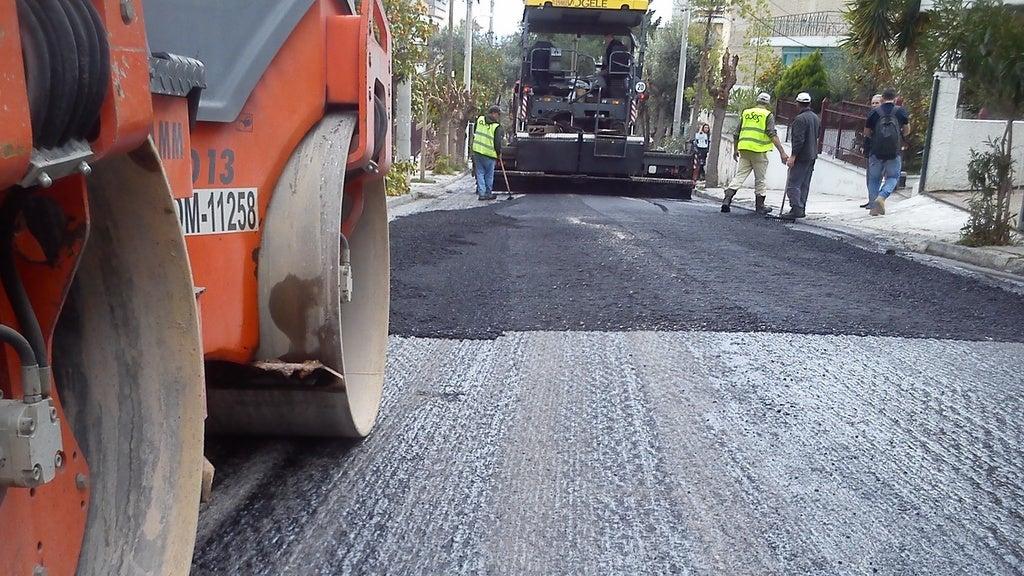 Ξεκινούν τα έργα ασφαλτόστρωσης κεντρικών οδών της Αθήνας