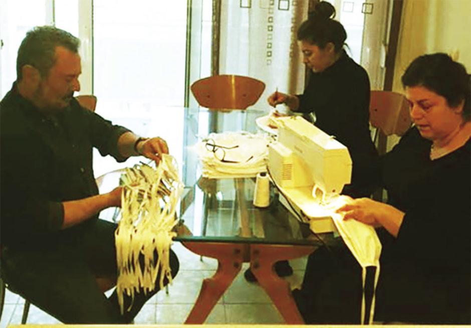 Εθελοντές φτιάχνουν μάσκες για τις ανάγκες του νοσοκομείου Ρόδου
