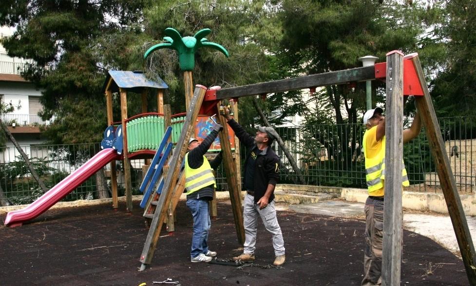 Πλήρης ανακατασκευή και νέα παιχνίδια σε 8 παιδικές χαρές του Δήμου Πειραιά