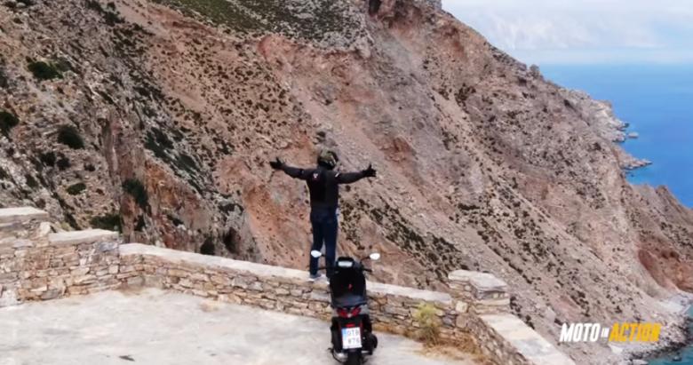 Η εκπομπή «Moto in Action» οδηγεί με ασφάλεια και στυλ στην Αμοργό