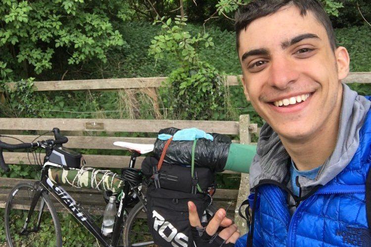 Κλέων Παπαδημητρίου: Ο Έλληνας φοιτητής που επέστρεψε από την Σκωτία με ποδήλατο