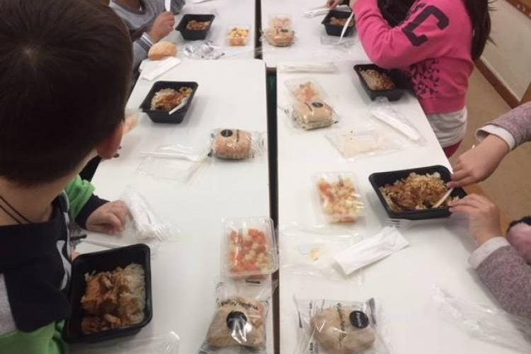 Διανομή σχολικών γευμάτων με την έναρξη της νέας χρονιάς